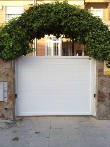 Puertas de aluminio soldado Marver, fabricanyes en exclusiva en Madrid, calidad, acabados y cero mantenimiento visita www.marverconstruccionesmetalicas.com