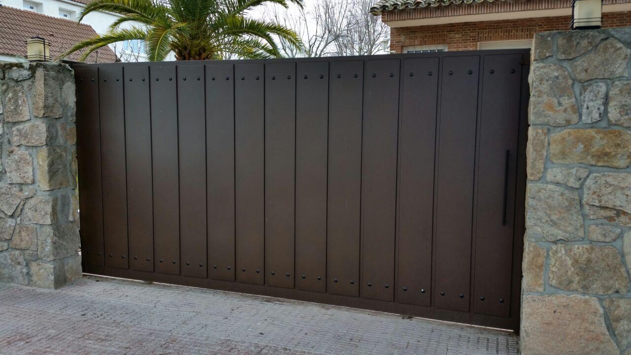 Puerta corredera autom tica grupo marver for Puertas de calle aluminio precios