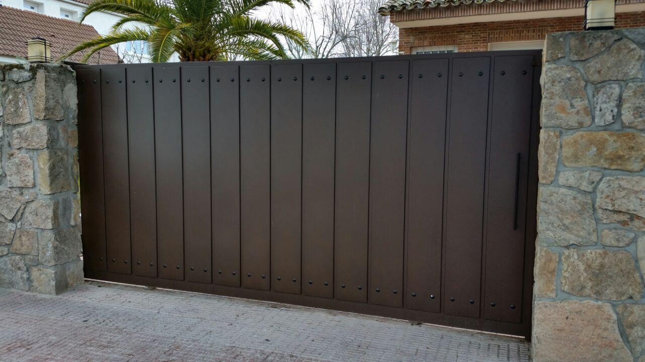 Puerta corredera autom tica grupo marver for Puertas de garaje precios