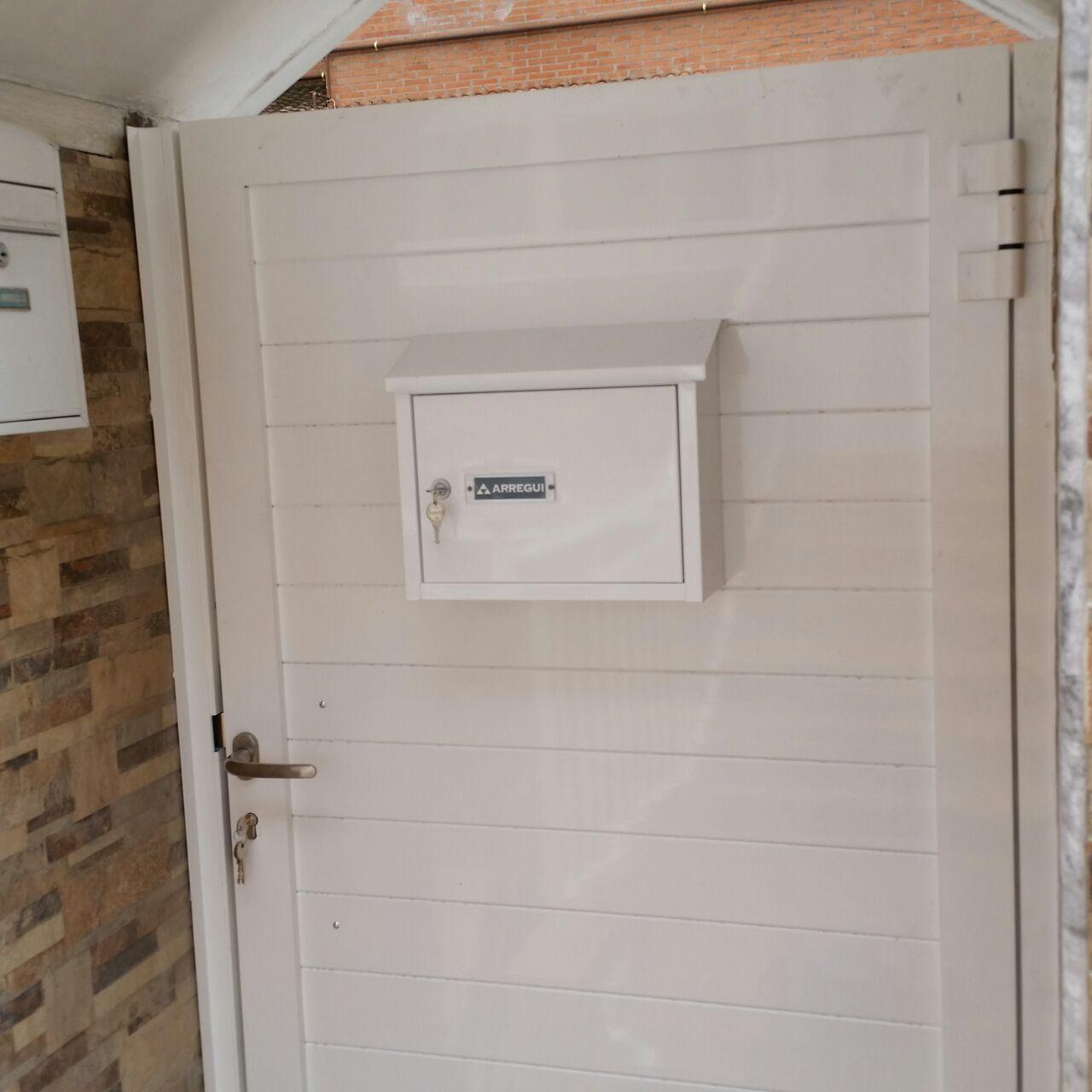 Puertas marver cancelas de aluminio soldado y puertas for Sofa exterior aluminio blanco