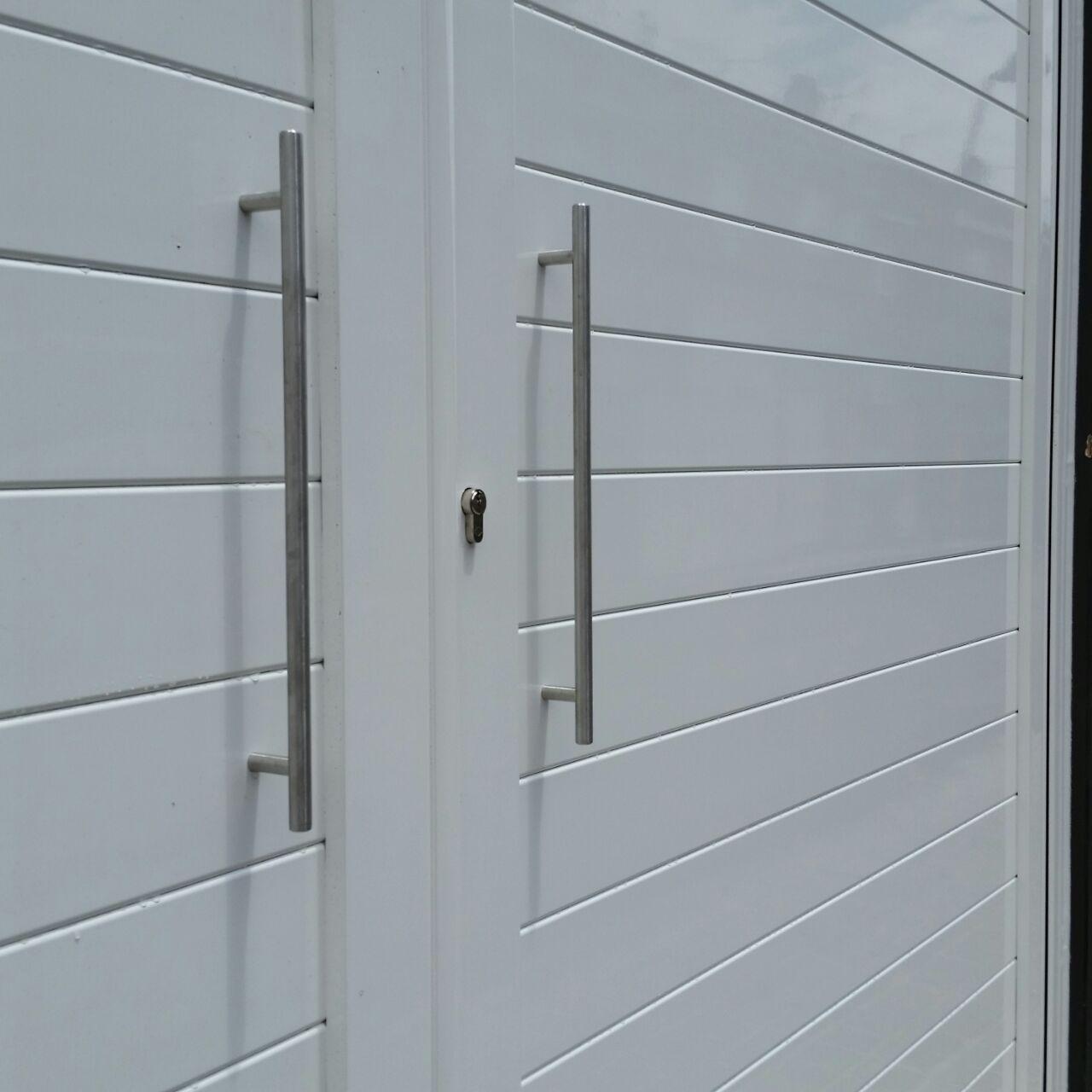 Puertas de aluminio soldadas modelo Batres Grupo Marver