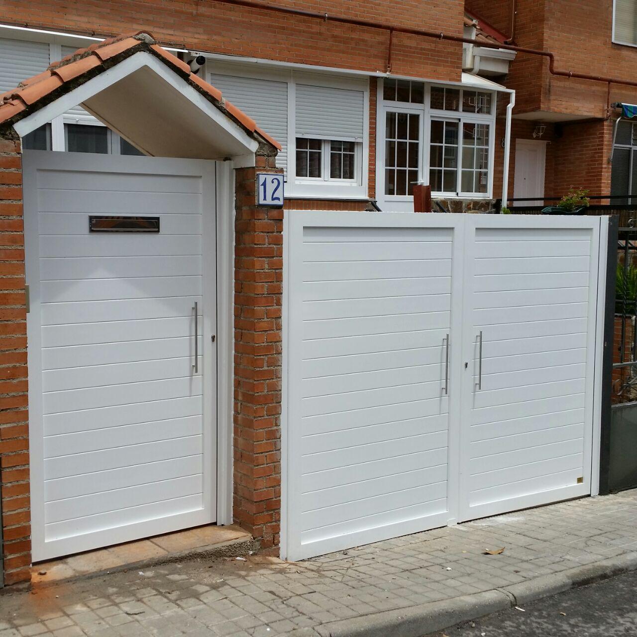 Puertas de aluminio soldadas modelo batres grupo marver - Puertas de valla ...