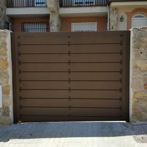 Puertas de aluminio para exterior modelo navalcarnero for Puertas rusticas exterior aluminio precios