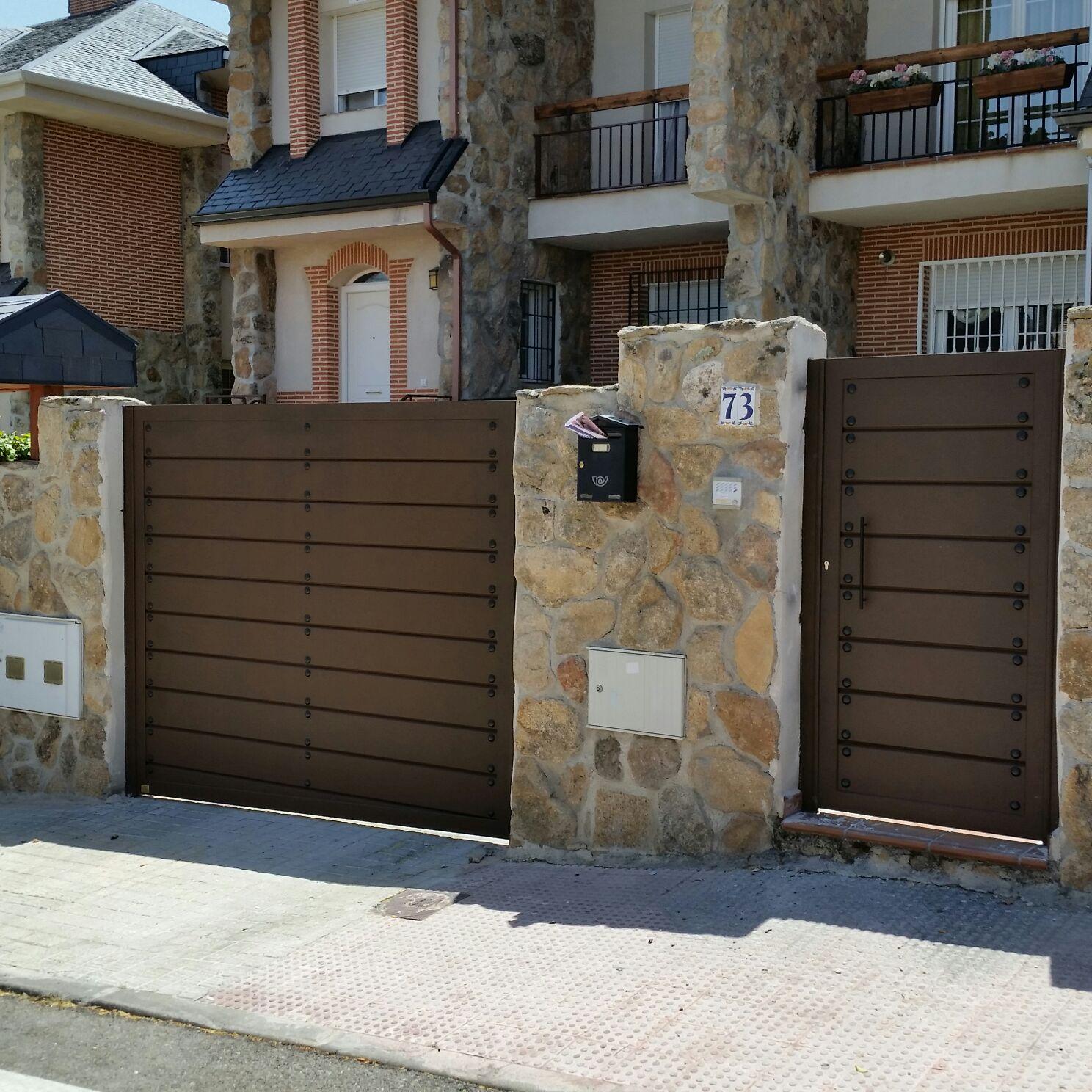 Puertas de aluminio para exterior modelo navalcarnero grupo marver - Puertas de aluminio de exterior ...