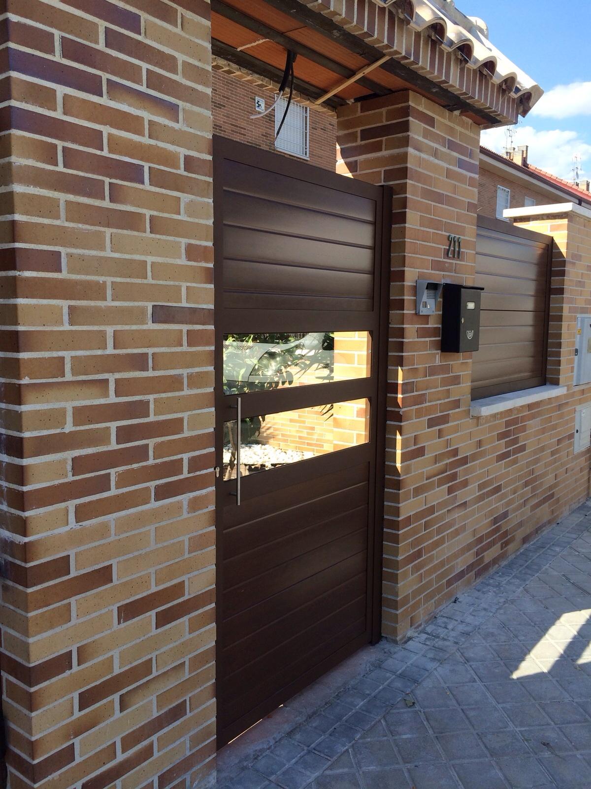 Puertas de aluminio imitacion madera exterior puerta corredera aluminio with puertas de - Imitacion madera exterior ...