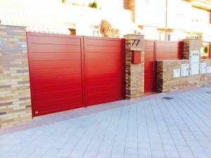 Puerta de aluminio lama 200 3011