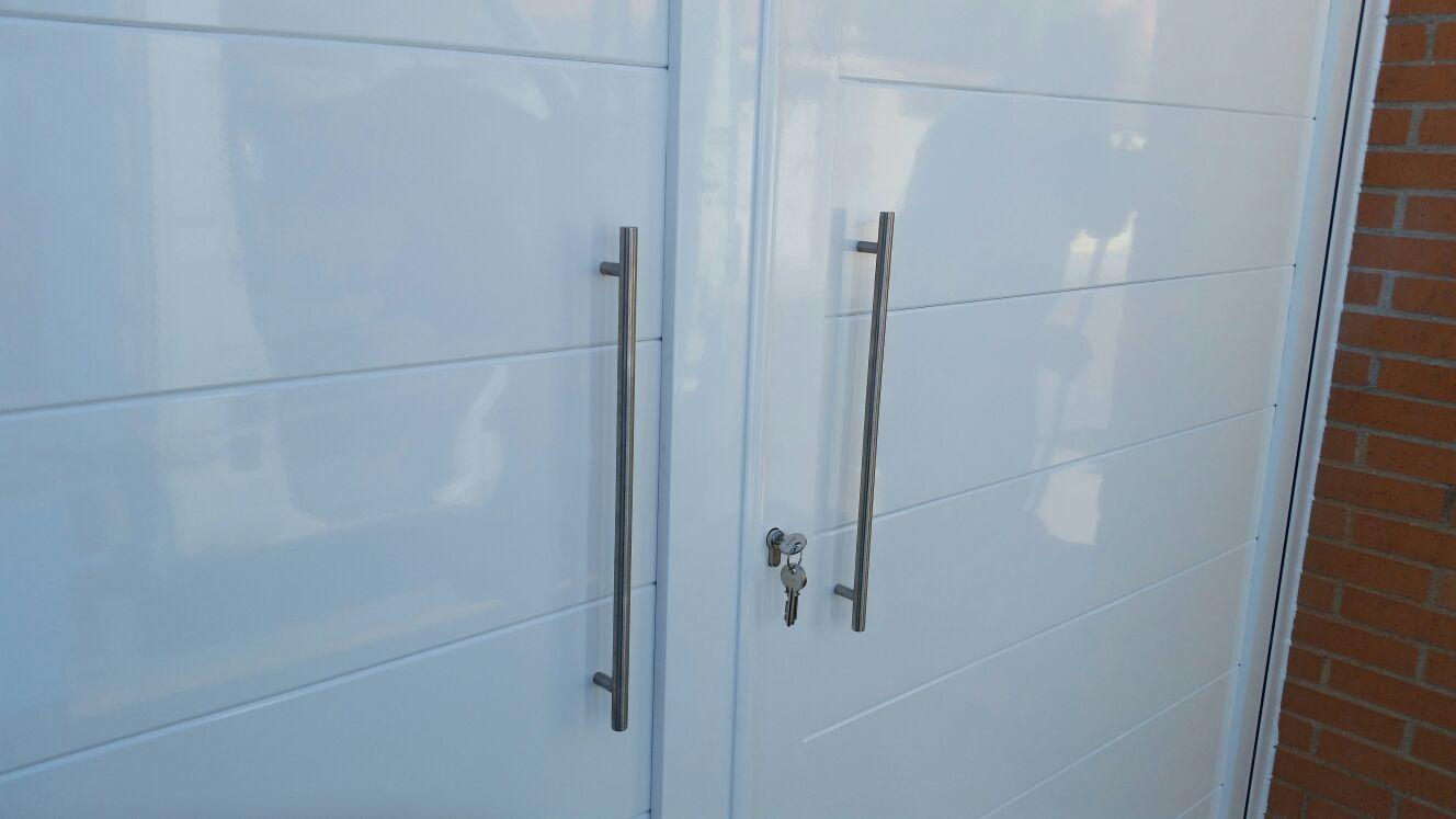 Puertas de aluminio de exterior modelo gri on grupo marver - Modelo de puertas de aluminio ...
