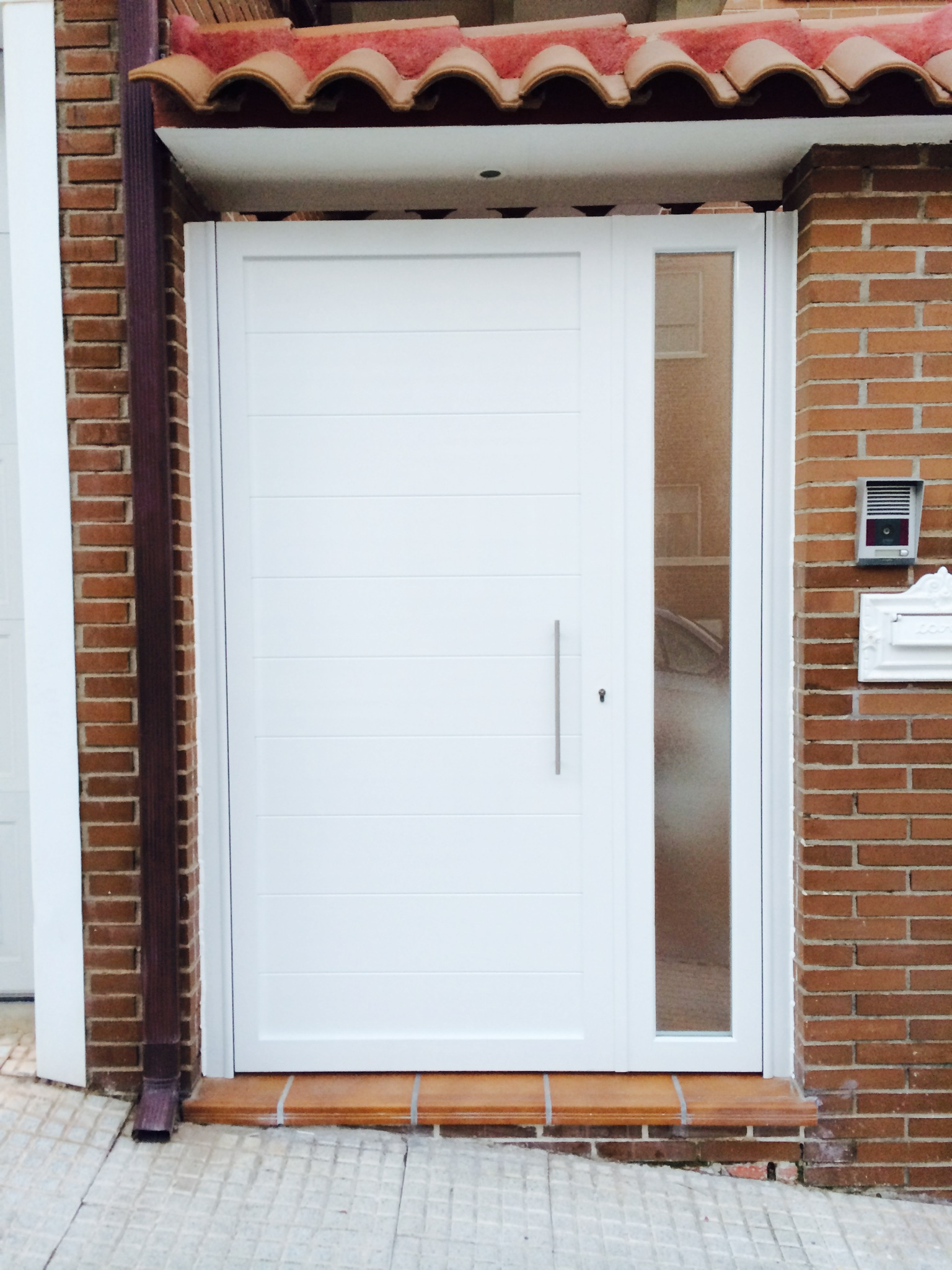 Puertas con carisma aluminio soldado modelo gri on con - Modelo de puertas de aluminio ...