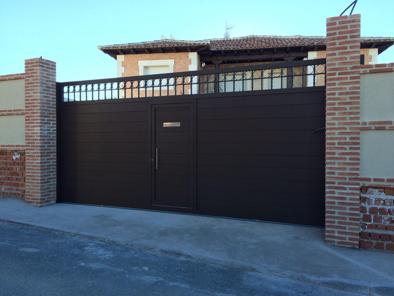 Puerta corredera de aluminio puerta de corredera en for Puerta corredera aluminio exterior