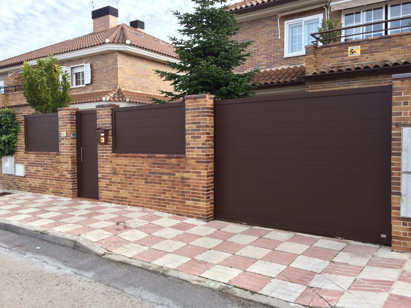Puertas de aluminio para exterior modelo gri on for Puertas de metal para exterior