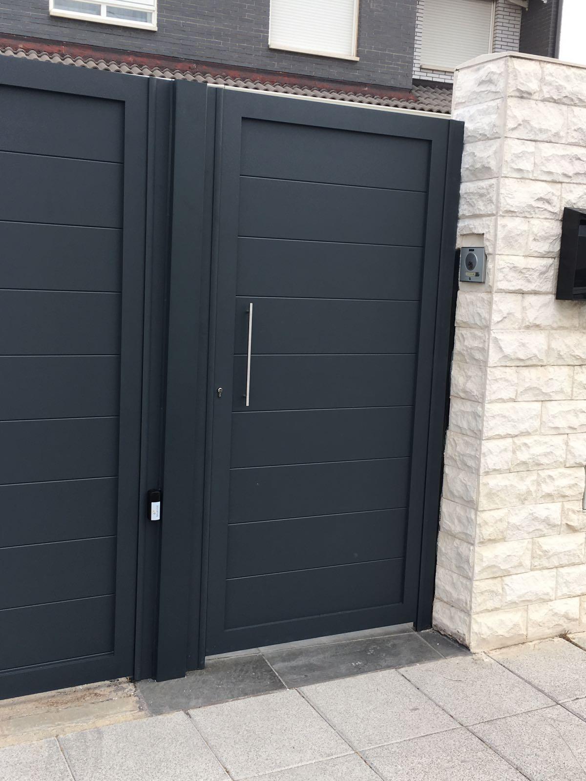 Puertas de aluminio soldado modelo gri on patentado - Puertas metalicas jardin ...