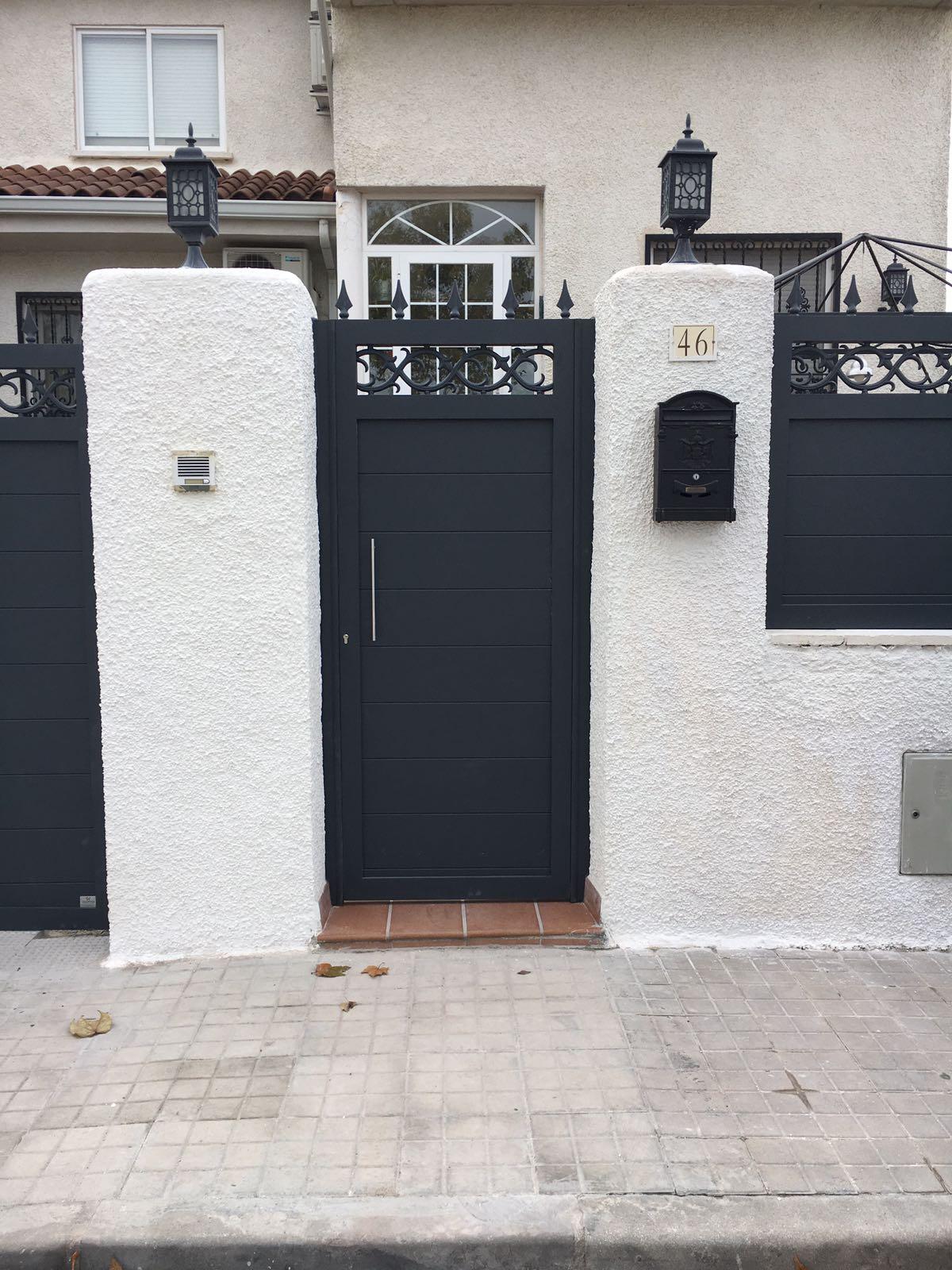 7 puertas para interior en maderas macizas nobles for Puertas de forja exterior