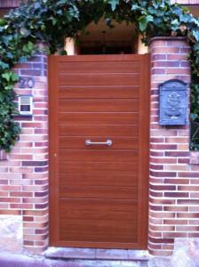 Puerta de panel imitación madera clara de Marver, se distinguen por tener el color en ambas caras, presume de una puerta Marver, son muchos los que nos imitan, pero pocos los que dan nuestra calidad